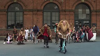 MACKLEMORE & RYAN LEWIS - THRIFT SHOP FEAT. WANZ (OFFICIAL VIDEO)(Thrift Shop on iTunes:http://itunes.apple.com/us/album/thrift-shop-feat.-wanz-single/id556955707 The Heist physical deluxe edition: ..., 2012-08-29T15:53:50.000Z)