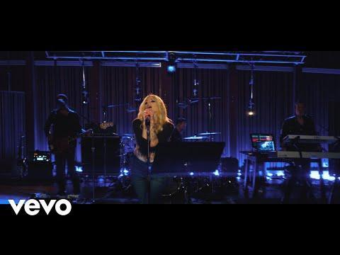 "download Avril Lavigne ""Dumb Blonde� (Live from Honda Stage at Henson Recording Studios)"