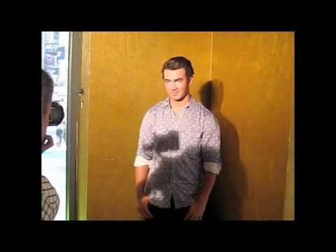 JONAS BROTHERS Read Popstar! Magazine during Photo Shoot!