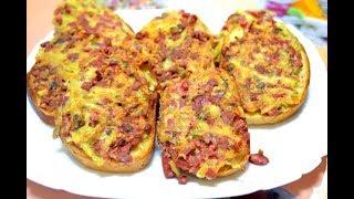 Быстрые горячие бутерброды на завтрак с колбасой и грибами./Hot sandwiches