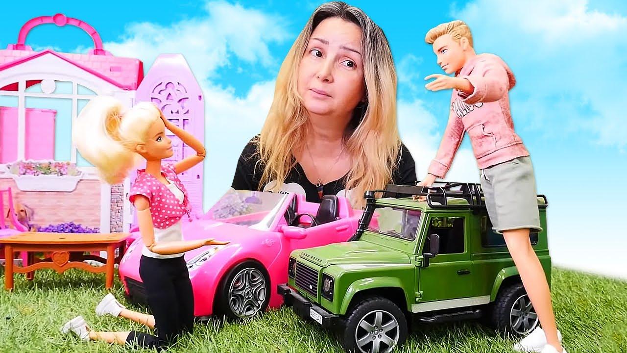Kız videosu. Ken Barbie'nın arabasına çarpıyor! Araba oyunu