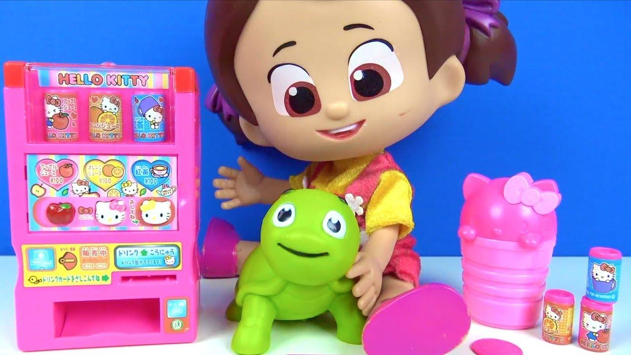 Pepee ve Niloya Hello Kitty oyuncak içecek makinası açıyor Niloya Mete Tospik ve Bebee oyuncak para