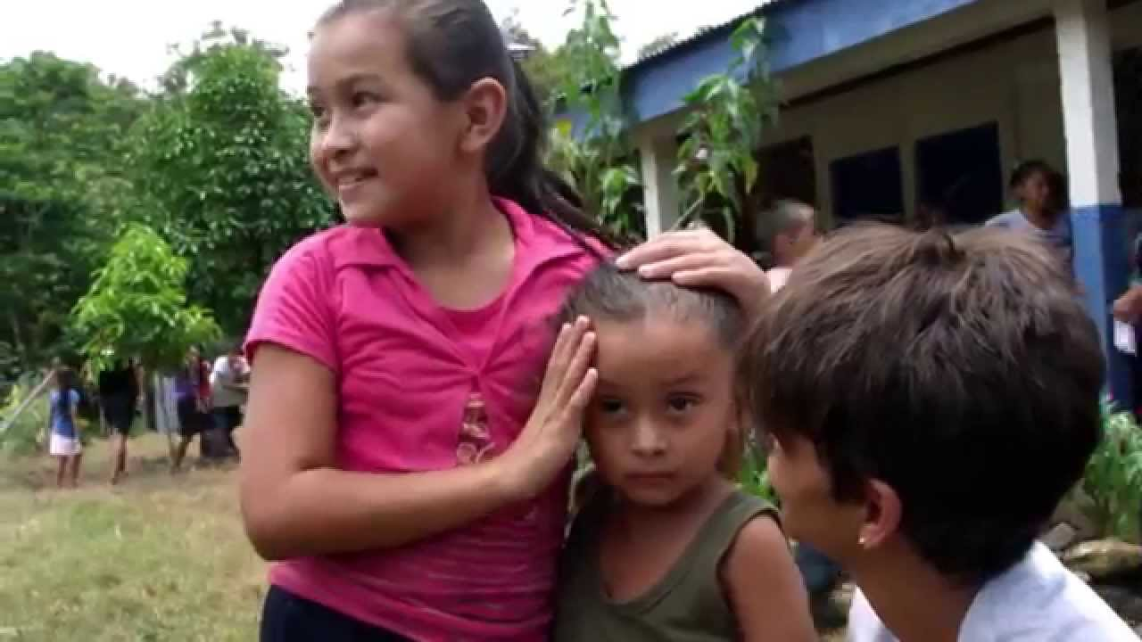 Halle Berry besucht Nicaragua, um Hunger Stop zu beobachten Michael Kors