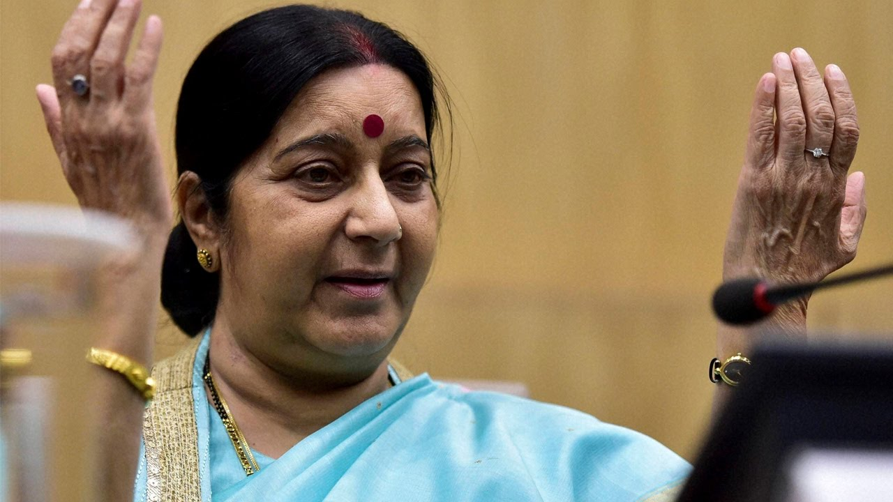 Sushma Swaraj Admitted In Aiims For Kidney Failure Tweets From Hospital Oneindia News Youtube