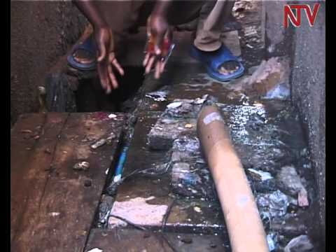 Mbale town residents angry with NWSC over overflowing sewerage