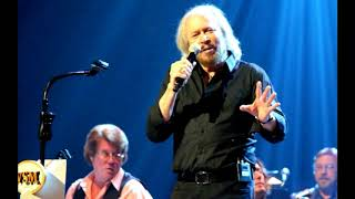 Barry Gibb & Ricky Skaggs - Stayin' Alive 2013