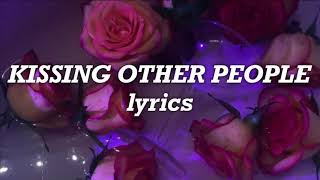 Lennon Stella - Kissing Other People (Lyrics)