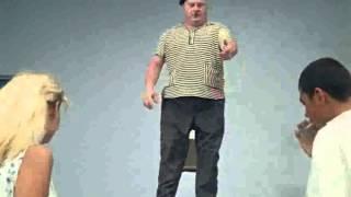 Как правильно танцевать твист(Собственно кусочек из