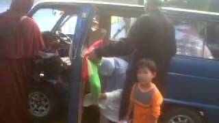 video mobil Daihatsu Hijet 1000 sedang berjalan normal