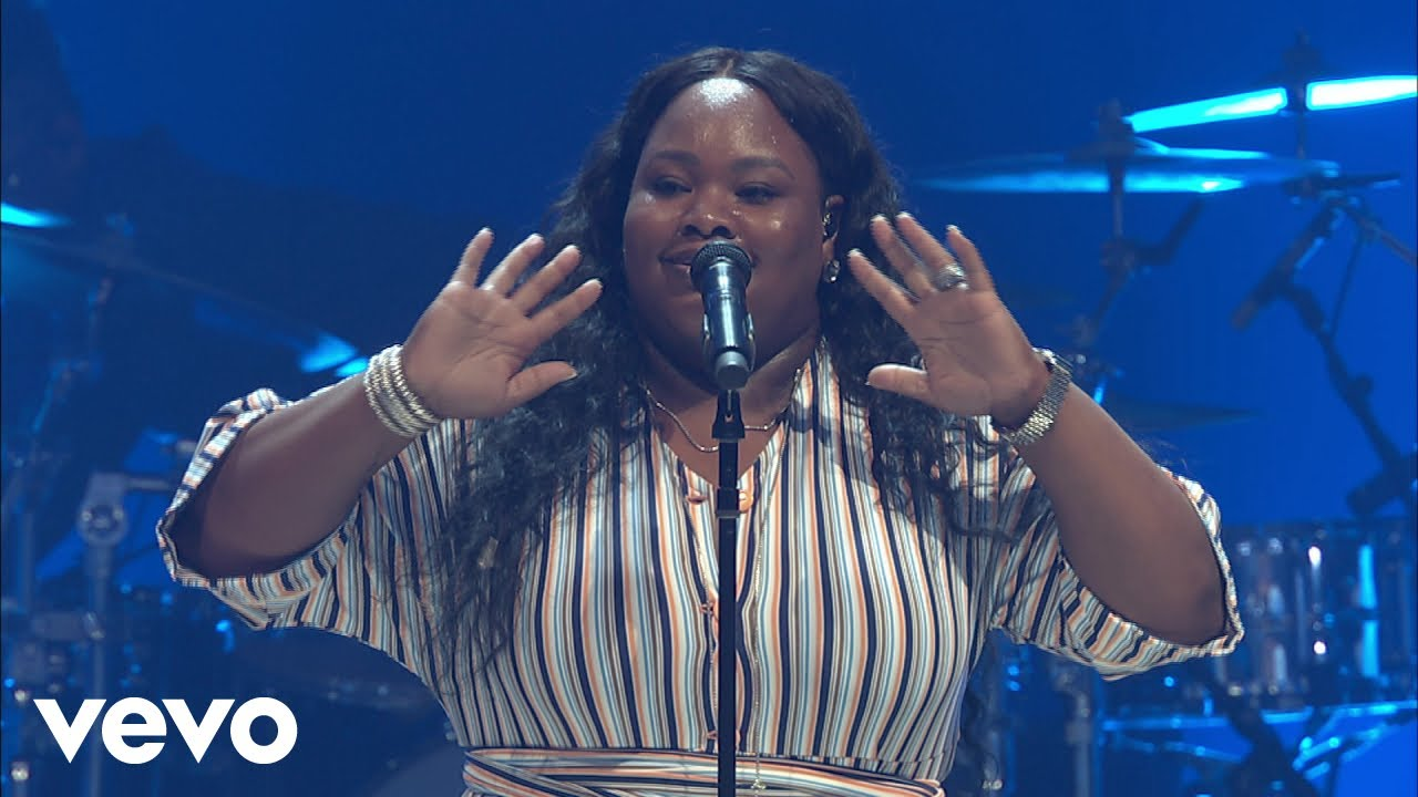 Tasha Cobbs Leonard - You Know My Name (Intro/Live At Passion City Church)