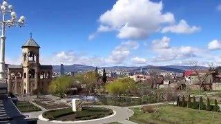 Гр#6 Экскурсия по Тбилиси / Джвари, Мцхета / Плохой звук(Организатор Hop on, Hop off. ✓Все видео из этой поездки http://goo.gl/ZvwAT2., 2016-04-01T19:44:25.000Z)