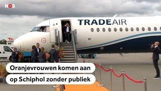 Beelden aankomst van Oranjeleeuwinnen in Nederland