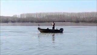 Лодочные электромоторы(http://fisherninja.ru/trolling-motors/ Зачем нужен лодочный электромотор? Что лучше лодочный электромотор или мотор бензино..., 2016-01-29T12:36:09.000Z)