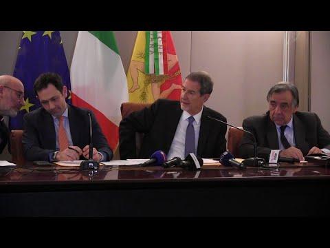 Coronavirus, il governatore della Sicilia Musumeci: 'Migranti in quarantena sulle navi'