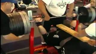 Ryan Kennelly nieoficjalny rekord świata : wyciskanie leżąc 508 kg (1120 pounds)