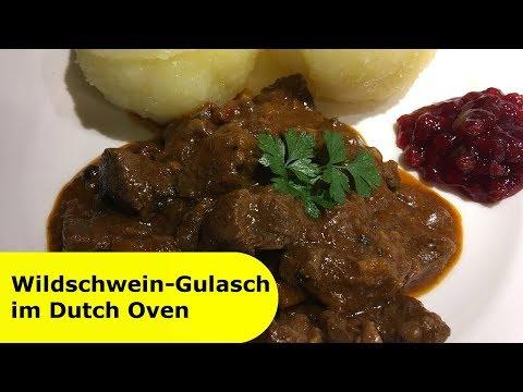064---wildschwein-gulasch-im-dutch-oven-│-serviert-mit-thüringer-klößen-und-preiselbeeren