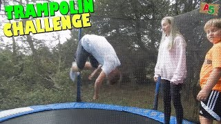 Trampolin Challenge - Max macht Doppel Salto mit Schraube? 👦 Ash5ive 🙃 Spielzeug und Kinder Kanal 😁