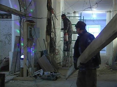 Строители сорвали сроки реставрации старейшей школы Енисейска: дети переходят учиться в другие