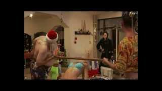 Жена застукала мужа с  Дед Морозом и Снегуркой под елкой