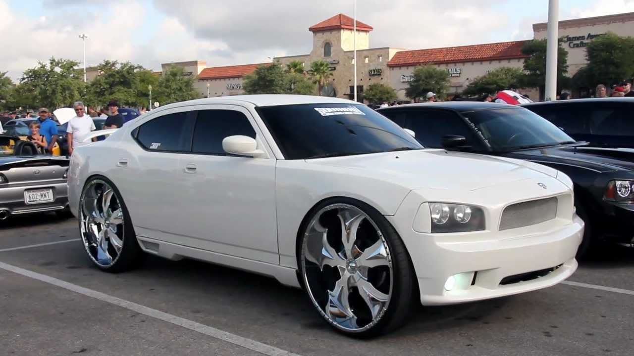 Dodge Charger on 30 inch rims! - YouTube