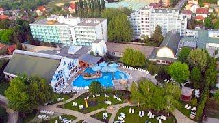 Санаторий NaturMed CARBONA Хевиз - sanatoriums.com(Санаторий «NaturMed Carbona» http://www.sanatoriums.com/ru/heviz/sanatorij-naturmed-carbona-1241 расположен в центре курорта Хевиз, в 600 метрах., 2015-04-06T19:24:27.000Z)