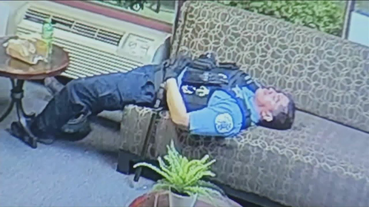 Chicago Police Caught Lounging During Protests !?  [VIDEO]