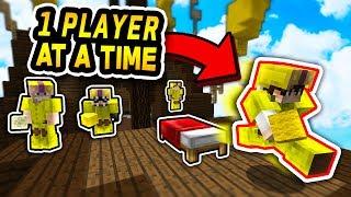 RELAY RACE CHALLENGE! (Minecraft Bed Wars)