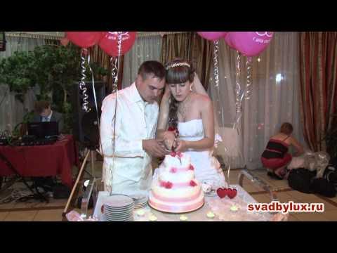 Вопрос: Как разрезать свадебный торт?