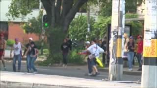 Pelea entre hinchas de Nacional y Medellín en las afueras del Atanasio Girardot