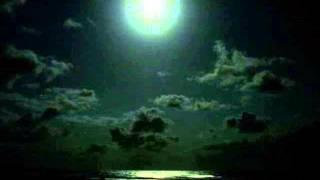 Play Mahinahina (The Pale Moonlight)