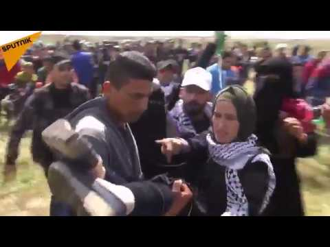 Gaza: Israeli Army Uses Tear Gas Against Palestinian Protesters
