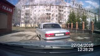 О, боже, какой мужчина или быдло Тобольска(22.04.15. 7 микрорайон. Девушка за рулём машины, в которой установлен регистратор, поворачивает направо - от..., 2015-04-25T17:51:48.000Z)