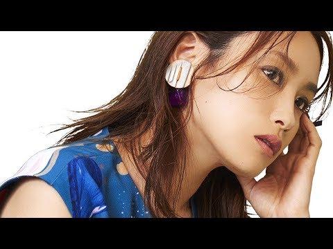 高橋愛 花椿 CM スチル画像。CM動画を再生できます。
