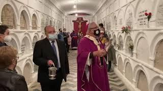 Oración y bendición por los fieles difuntos