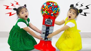 Annie and Suri Pretend Play with Gumball Machine Fun Kid Video