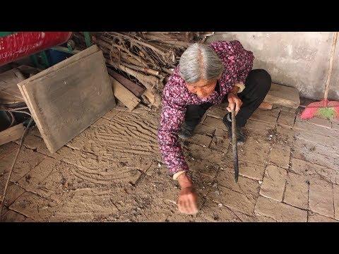 农村婆媳炸丸子,80岁婆婆意外发现小动物,超开心说乖乖这个大!