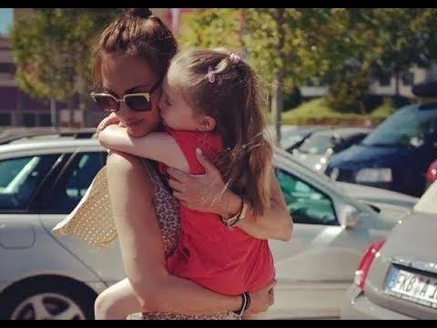 Мерьем Узерли с дочкой: новое фото стильных красавиц