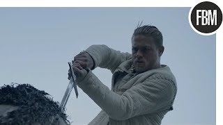 Артур вытаскивает из камня меч экскалибур / Меч короля Артура