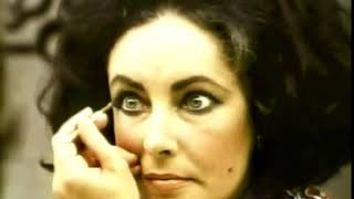 Elizabeth Taylor makes up her Eyes.