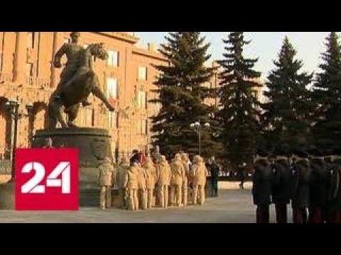 Жители Екатеринбурга возложили венки к памятнику Георгию Жукову - Россия 24