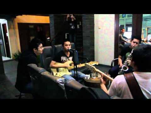 "Ivan Handojo ""Just Friends"" Live In Radio Bandung"