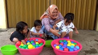 WOW SURPRISE EGGS Dalam Air & Colorfull Balls , Challenge Menangkap Ikan
