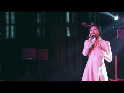 Isyana Sarasvati - Masih Berharap (OST. Ayat-Ayat Cinta 2) - LIVE @ Special Sreening AAC2 (Epiwalk)