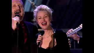 "The Mamas & the Papas perform ""California Dreamin'"" at the 1998 Hall of Fame Induction Ceremony"