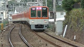 直通特急で運用される阪神8000系電車