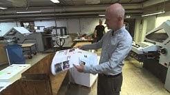 Dick beskriver hur det går till att trycka en tidning.