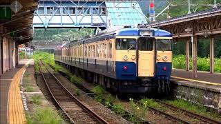 秋の気配がする妙高高原駅、しなの鉄道115系S16編成スカ色北しなの線走行。