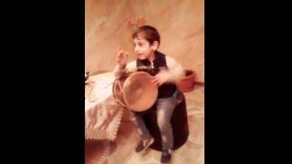 5-и летний мальчик(самоучка) играет на барабане