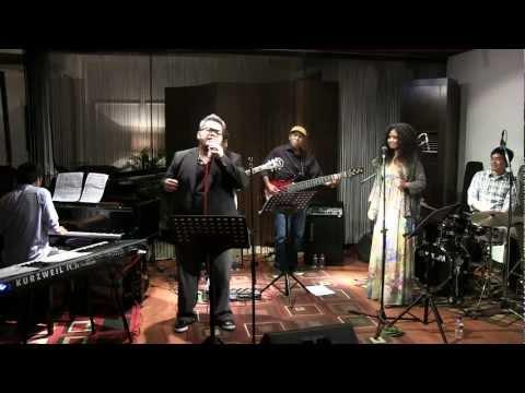 Indra Aziz Ft. Artidewi - Bebas @ Mostly Jazz 11/02/12 [HD]