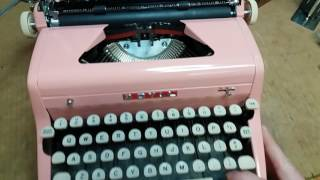 BUBBLE GUM PINK!! 1957 Royal Quiet De Luxe typewriter
